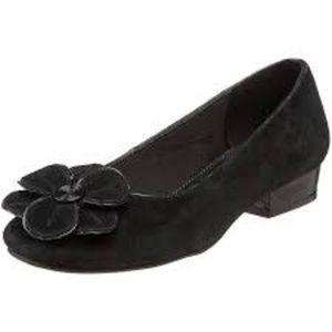 LIFE STRIDE Quiver Black Calf Suede Ballet Flats